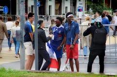 De voetbalventilators van Frankrijk geven gesprekken stock afbeeldingen