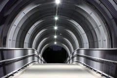 De voetbrug van het beton en van het staal. Stock Afbeelding