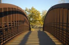 De voetbrug van het staal stock foto's