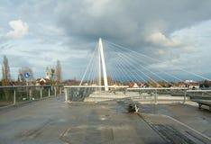 De voetbrug van Passerelle tussen Kehl (Duitsland) en Strasbou royalty-vrije stock foto