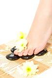 De voeten die van de vrouw kuuroordbehandeling overnemen Royalty-vrije Stock Fotografie