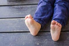 De voeten van blootvoetse kinderen Royalty-vrije Stock Foto