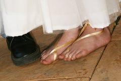 De voeten van Flowergirl stock afbeelding