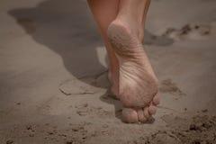 De voeten van de vrouw stock foto