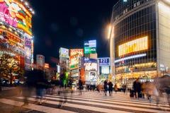 De voetgangers kruisen bij Shibuya-Kruising Stock Foto