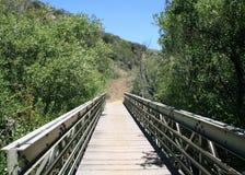 De voetgangersbrug van de Canion van Trancas Stock Afbeeldingen