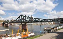 De Voetgangersbrug van Frankfurt Stock Foto's