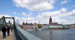 De Voetgangersbrug van Frankfurt Stock Afbeeldingen