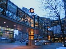 De voetgangersbrug van het glas royalty-vrije stock fotografie