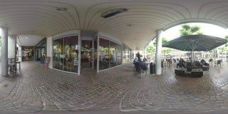 360 de Voetstraat van VR met opslag en koffie op regenachtige dag Frankfurt, Duitsland stock videobeelden