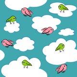 De vogels van het beeldverhaal in hemel naadloos patroon. Royalty-vrije Stock Afbeeldingen