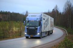 De Volgende Generatievrachtwagen van Scania R520 op de Weg Stock Afbeelding