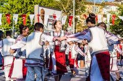 De Volksdansers van Roemenië in Nationale Soevereiniteit en van de Kinderen` s Dag Viering - Turkije Royalty-vrije Stock Foto's