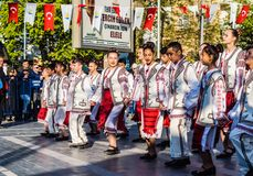 De Volksdansers van Roemenië in Nationale Soevereiniteit en van de Kinderen` s Dag Viering - Turkije Royalty-vrije Stock Fotografie