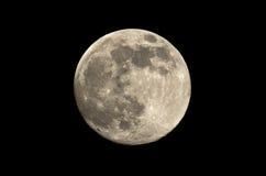 De volle maan bij nacht besteedt in de hemel Stock Afbeelding