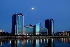 De volle maan over het Grote hotel Royalty-vrije Stock Afbeeldingen