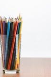 Lápis da cor em um vidro imagens de stock royalty free