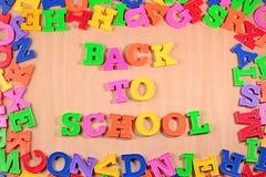 De volta à escola escrita por letras coloridas plásticas Imagens de Stock