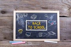 De volta à escola no quadro-negro Parafuso prisioneiro dos Academics da educação do conhecimento imagem de stock royalty free