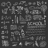 De volta às garatujas da escola ajustadas no quadro-negro Ilustração do vetor Imagens de Stock