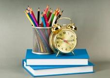 De volta ao conceito da escola com livros Fotos de Stock Royalty Free