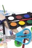 De volta ao molde da escola com artigos de papelaria e caderno no branco Imagens de Stock