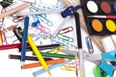 De volta ao molde da escola com artigos de papelaria e caderno no branco Fotografia de Stock