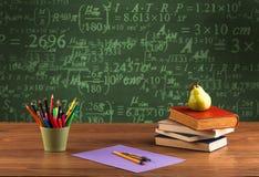 De volta ao quadro-negro da escola com números Foto de Stock