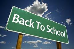 De volta ao sinal de estrada da escola Fotos de Stock
