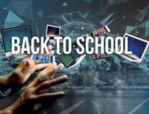 De volta ao título da escola cercado pelo dispositivo goste do smartphone, tabuleta Fotos de Stock