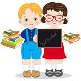 De volta a uma escola de duas crianças de sorriso com quadro-negro Fotografia de Stock