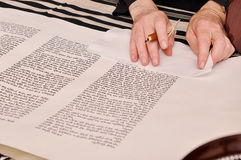 De voltooiing van een Torah Stock Fotografie