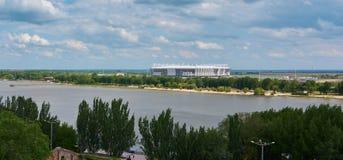 De voltooiing van het stadion voor het voetbalkampioenschap in panorama rostov-Na-Donu Stock Fotografie