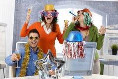 De vooravondpartij van het nieuwe jaar in bureau Stock Foto
