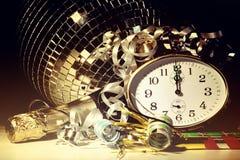 De vooravondpartij van het nieuwjaar met decoratie Royalty-vrije Stock Afbeeldingen