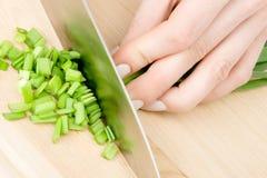 De voorbereiding van de salade stock foto's