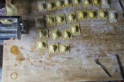 De voorbereiding van eigengemaakte ravioli Stock Foto