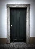 De voordeur aan het huis portugal gekleurd Stock Fotografie