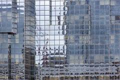 De voorgevel moderne bouw langs rivier Theems in Londen, Engeland Stock Fotografie