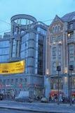 De voorgevel van de bouw van het regent-Zaal winkelcentrum en het modelleren van Vladimirskaya-Vierkant in St. Petersburg stock foto