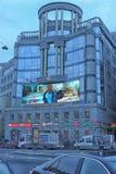 De voorgevel van de bouw van het regent-Zaal winkelcentrum en het modelleren van Vladimirskaya-Vierkant in St. Petersburg royalty-vrije stock afbeeldingen