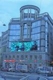 De voorgevel van de bouw van het regent-Zaal winkelcentrum en het modelleren van Vladimirskaya-Vierkant in St. Petersburg royalty-vrije stock afbeelding