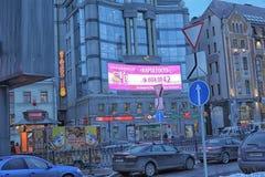 De voorgevel van de bouw van het regent-Zaal winkelcentrum en het modelleren van Vladimirskaya-Vierkant in St. Petersburg stock afbeelding