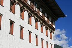 De voorgevel van dzong van Thimphu, Bhutan, werd geschilderd in wit Royalty-vrije Stock Fotografie
