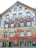 De voorgevel van een huis in Luzerne Stock Foto