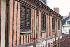 De voorgevel van een kerk die in Honfleur, Frankrijk wordt gesitueerd, werd gebouwd in helft-betimmert Royalty-vrije Stock Afbeelding