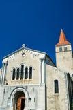 De voorgevel van een middeleeuwse kerk in villeneuve-DE-Berg Stock Foto