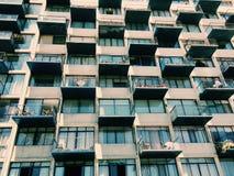 De voorgevel van een modern gebouw in viña del brengt, Chili in de war Stock Foto's