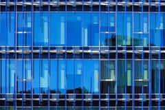 De voorgevel van het detailglas van een gebouw Stock Fotografie