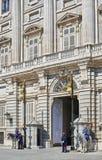 De voorgevel van het oosten van Royal Palace van Madrid, Spanje Stock Afbeeldingen